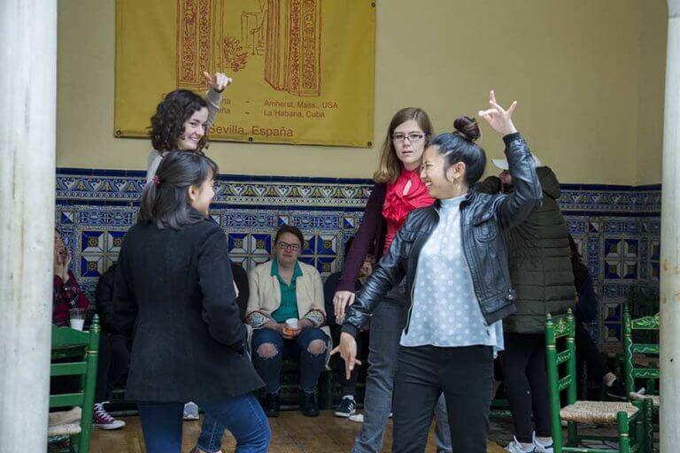 Alumnas Bailando Sevillanas